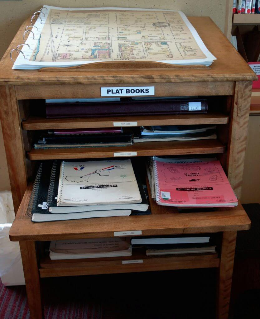 Plat book stand